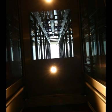 Blick in den Schacht vom Fahrkorb aus
